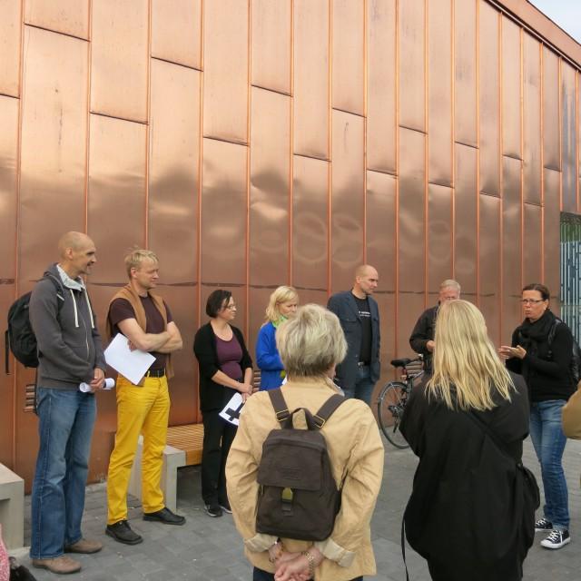 Yleisö ja raati valmiina lähtöön. Kuva: Henrik Mattjus, Pirkanmaan maakuntamuseo.