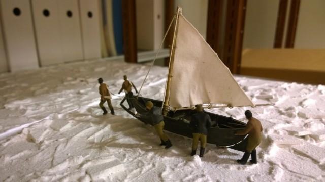 Vaarallisesta Ahvenanmeren ylityksestä kertovat pienoismallit odottavat vielä Postimuseon varastossa.